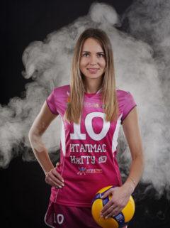 Юлия Урсегова Игровой номер - 10 Амплуа - центр. блокирующий Дата рождения - 27.04.1993 Рост - 180 см ВКонтакте: https://vk.com/id33414404